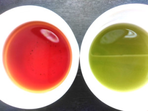 緑のお茶vs赤いお茶